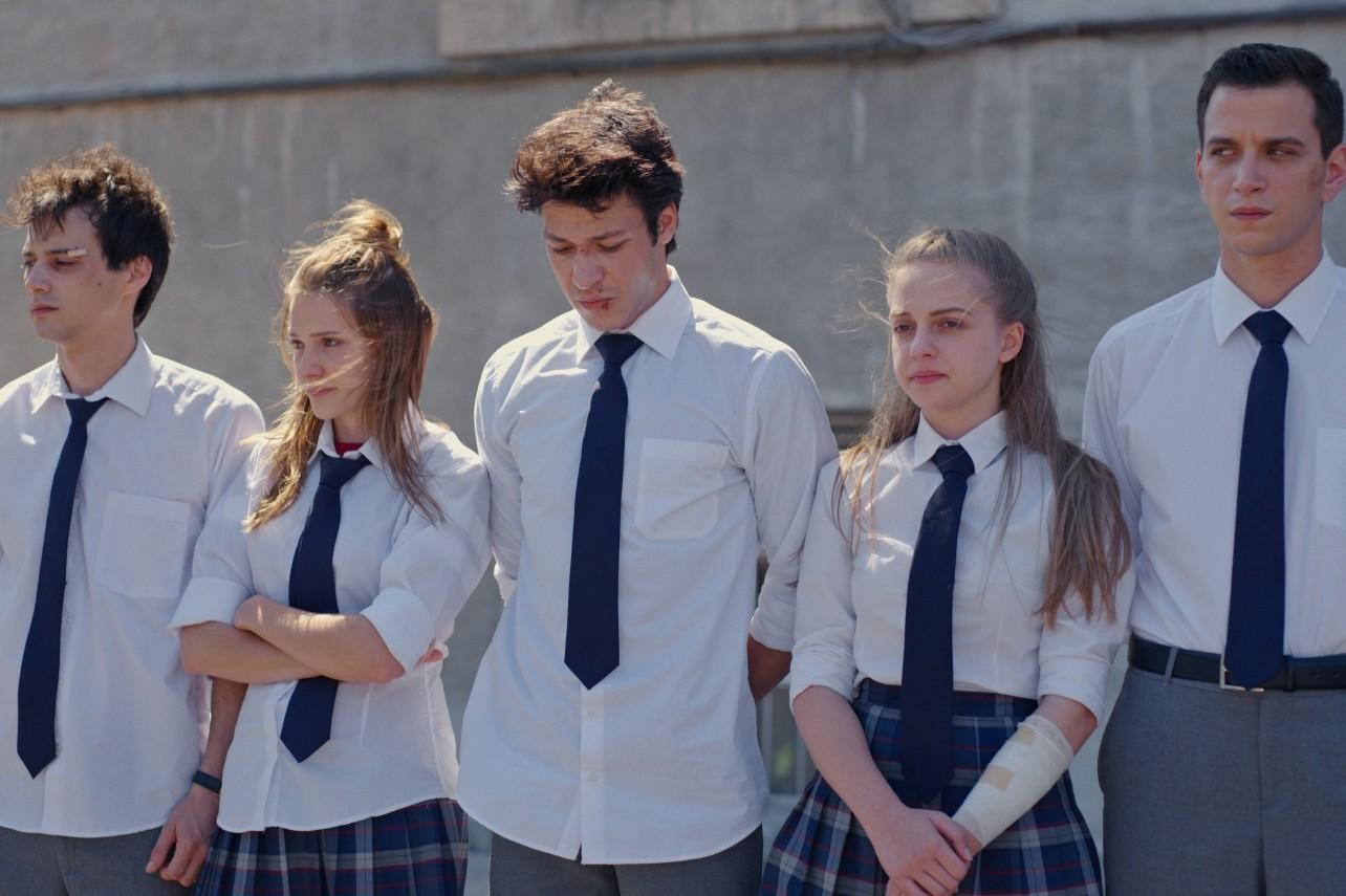 «Любовь 101» — успешная турецкая подростковая драма Netlix