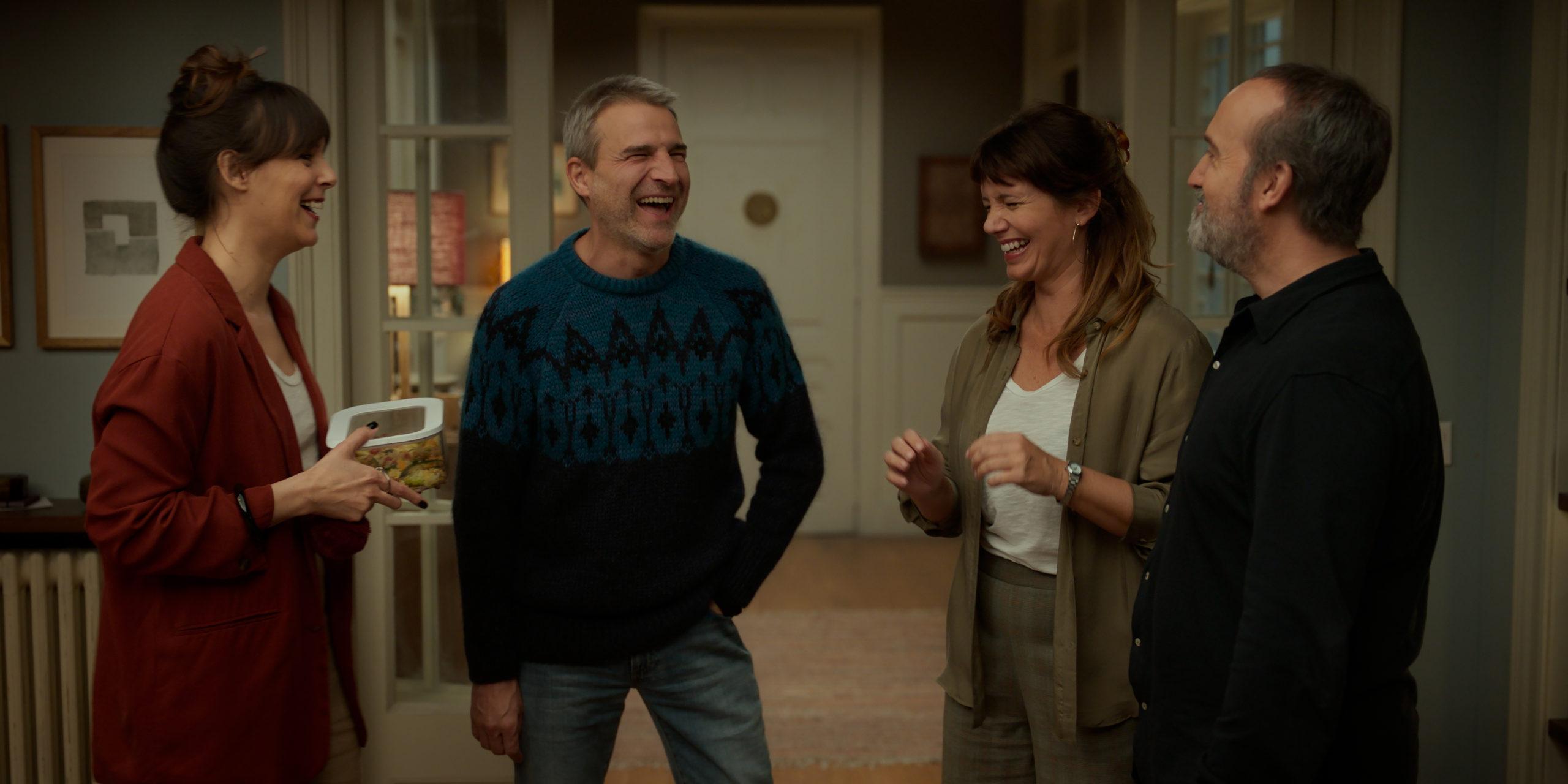 «Соседи сверху» — остроумная комедия положений о сексе и семейном счастье
